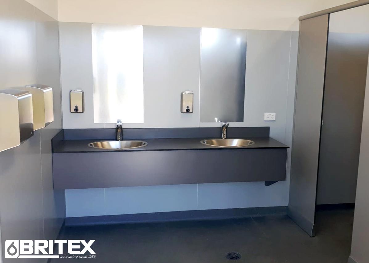 merbeinclubroomsbathroom