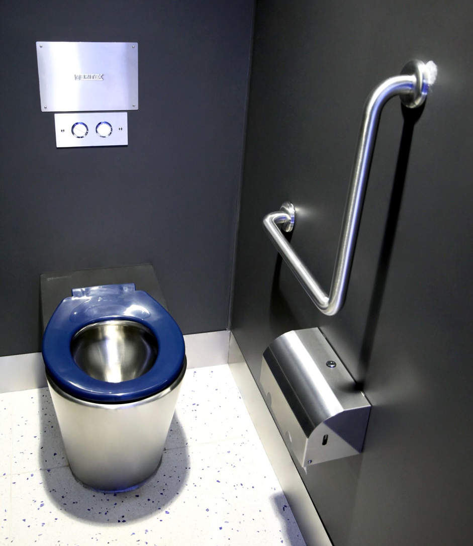 Toilet suites with washroom accessories